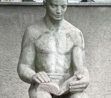 Trafika Europe statue reading 1